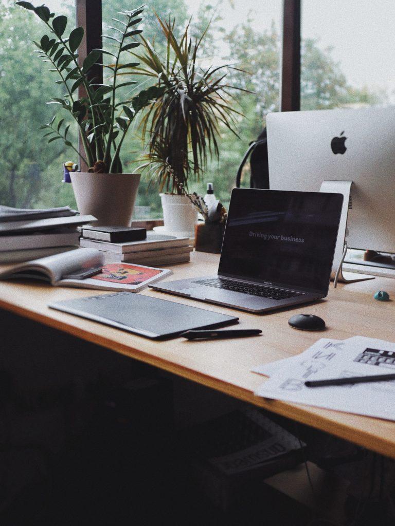 remote-work-desk-set-up